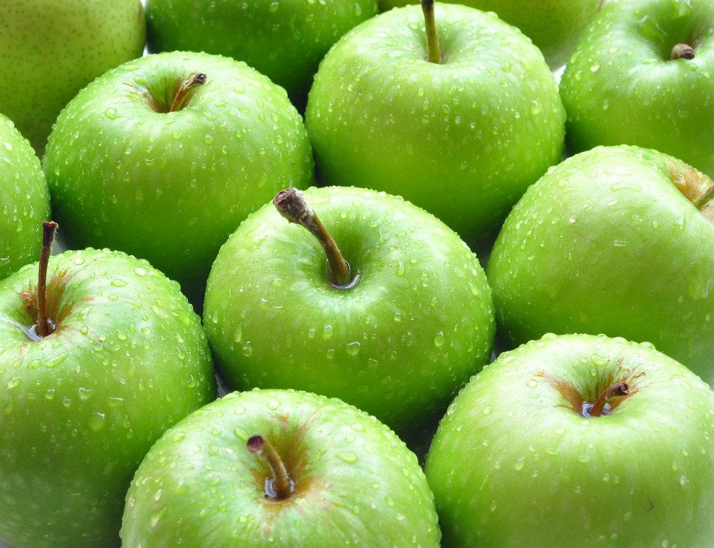Домашние рецепты красоты. Зеленое яблоко