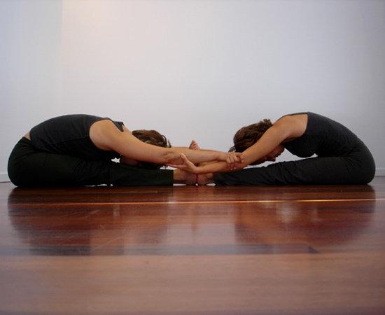 Позы йоги для двоих