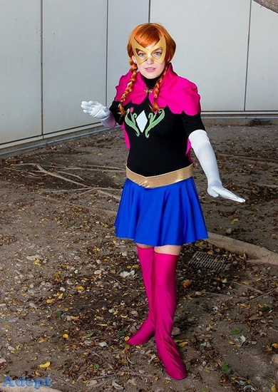 Анна - супергерой на Хэллоуин