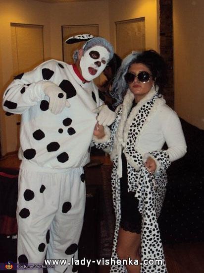 Круэлла Девиль на Хэллоуин с долматинцем - фото