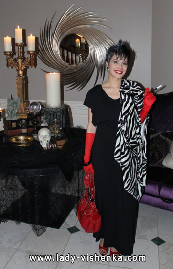 Платье Круэллы на Хэллоуин - фото