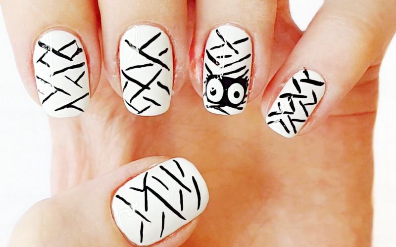 Мумия - дизайн ногтей на Хэллоуин