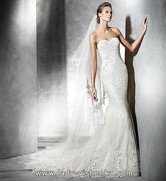 Свадебное платье с кружевом и шлейфом - Pronovias