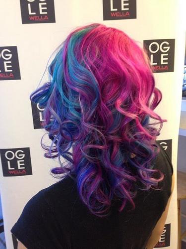 Цвет волос полосами - кудри