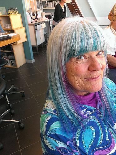 Оригинальный цвет волос - седина и синий