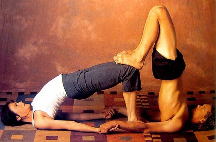Позы йоги для двоих - фото