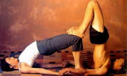 Позы йоги для двоих на растяжку