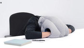 Необычная подушка для шеи и путешествий