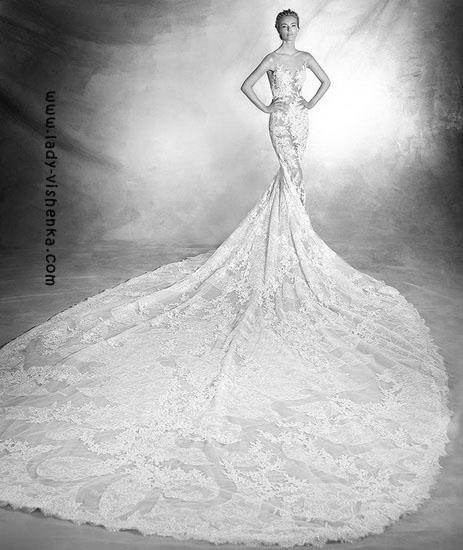 Кружевное платье с шлейфом Pronovias