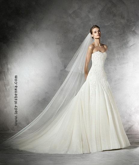 Свадебное платье принцессы с шлейфом и фатой Pronovias