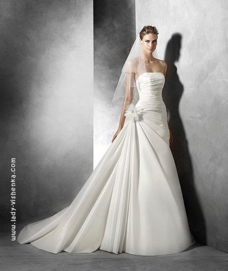 Свадебное платье с бантом Pronovias