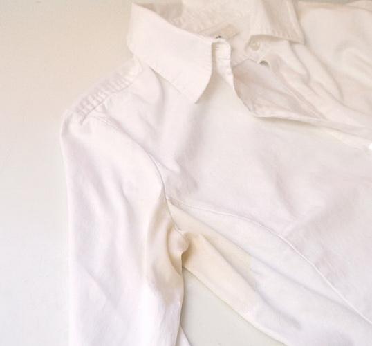 Пятна на одежде белой