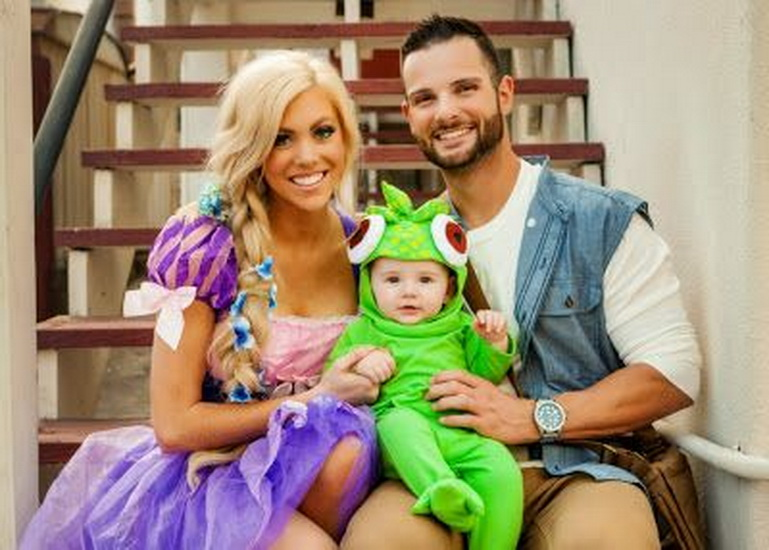 Рапунцель на Хэллоуин с семьей