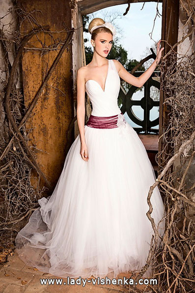 Свадебные платья с красным поясом - Jordi Dalmau