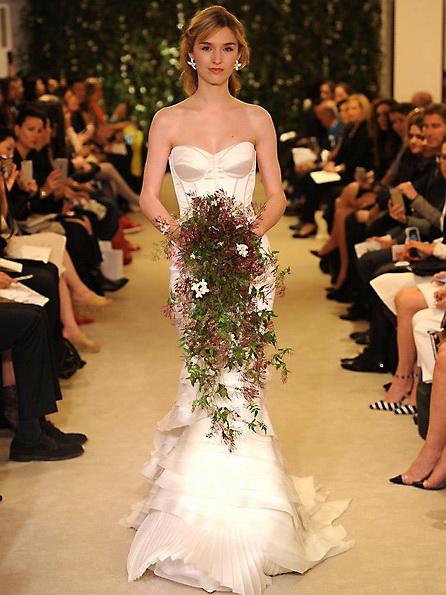 Атласное свадебное платье - русалочка - Carolina Herrera