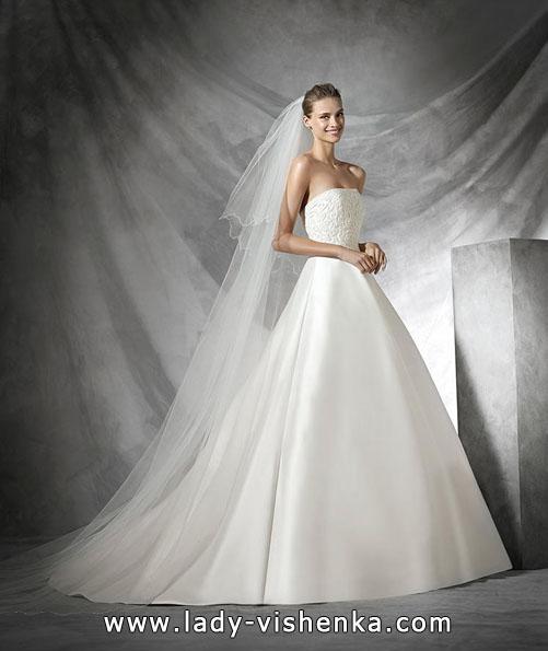 Свадебное платье из атласа весна 2016 - дизайнер Pronovias