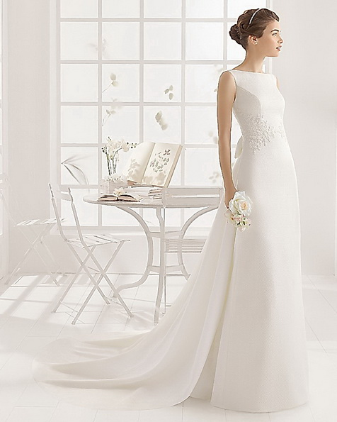 Атласное свадебное платье со шлейфом Aire Barcelona 2016