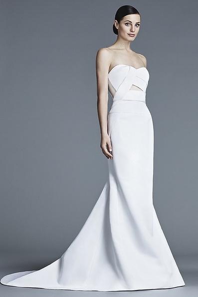 Атласное свадебное платье со шлейфом J Mendel 2016
