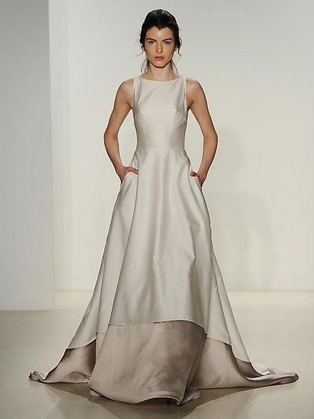 Атласное свадебное платье со шлейфом Kelly Faetanini 2016