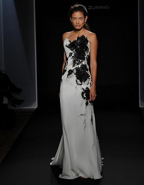 Атласное свадебное платье со шлейфом Mark Zunino 2016