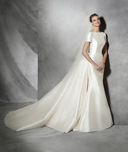 Атласное свадебное платье русалочка со шлейфом - Pronovias 2016