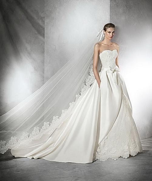 Пышное свадебное платье из атласа со шлейфом - Pronovias 2016