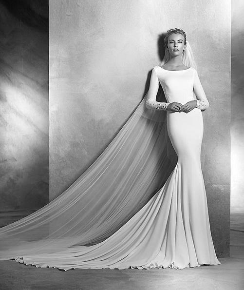 Свадебное платье из атласа со шлейфом - Pronovias фото 2016