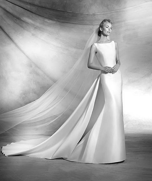 Простое атласное свадебное платье со шлейфом - Pronovias 2016