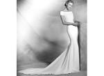Атласное свадебное платье со шлейфом 2016