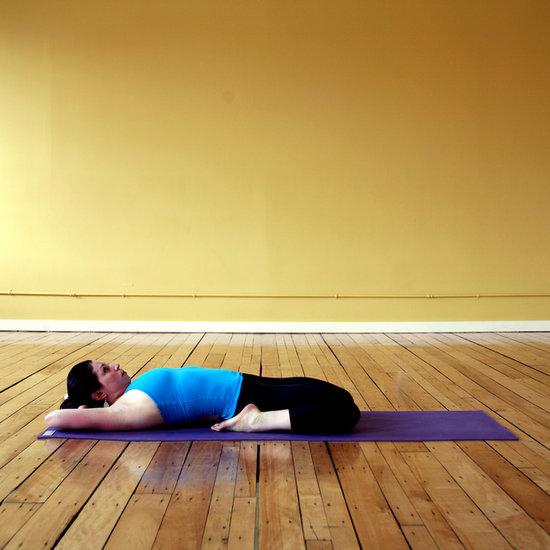 Поза спящего героя в йоге
