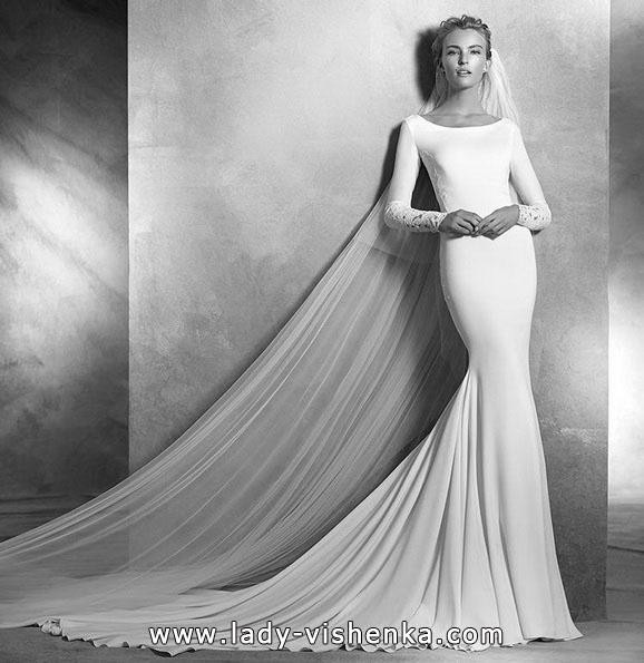 Свадебное платье рыбка со шлейфом и рукавами - Pronovias