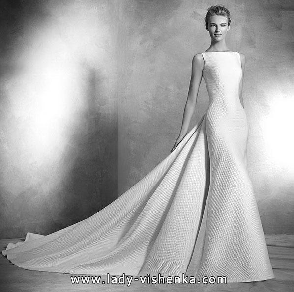 Классическое свадебное платье рыбка со шлейфом