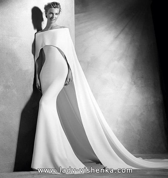 Закрытое свадебное платье рыбка со шлейфом