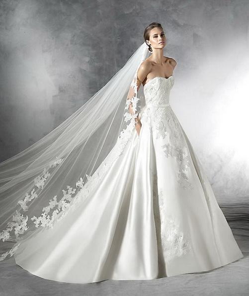 Свадебное платье с атласной юбкой Pronovias 2016
