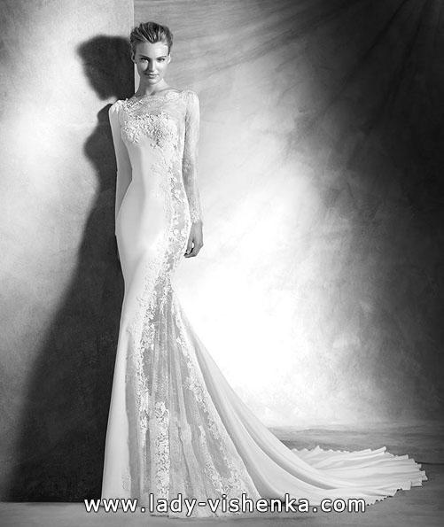 Необычное свадебное платье с кружевным рукавом - Pronovias