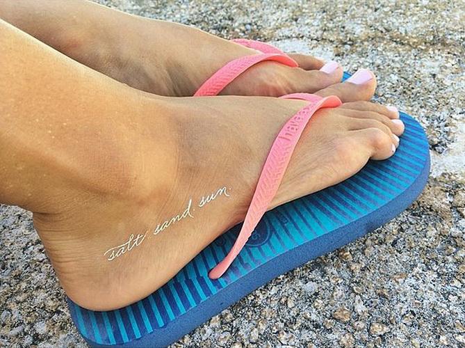 Временное тату для девушек на ноге