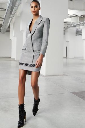 Деловой серый костюм
