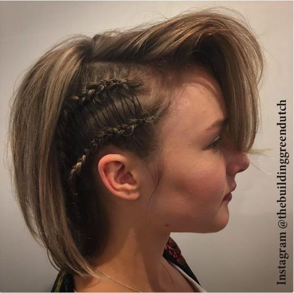 Прическа на средние волосы - фото