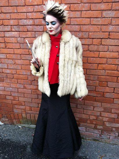 Платье Круэллы Девиль на Хэллоуин - фото