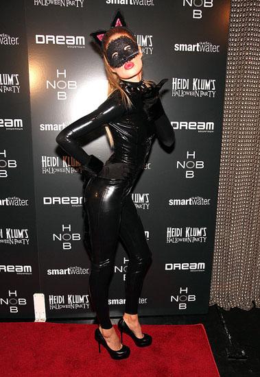 Знаменитости в костюмах на Хэллоуин - Женщина - кошка