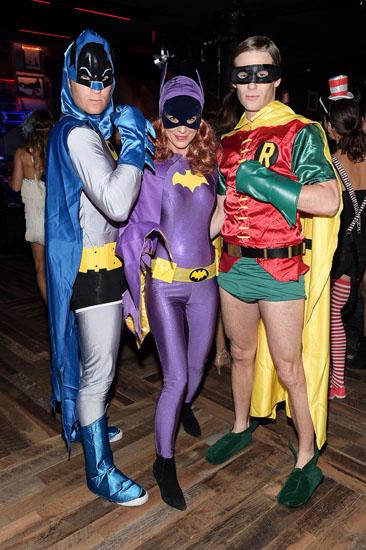 Бетмен, Девушка Бетмена и Робин на Хэллоуин