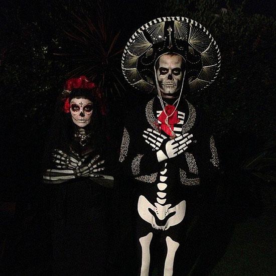 Знаменитости в костюмах на Хэллоуин - скелеты