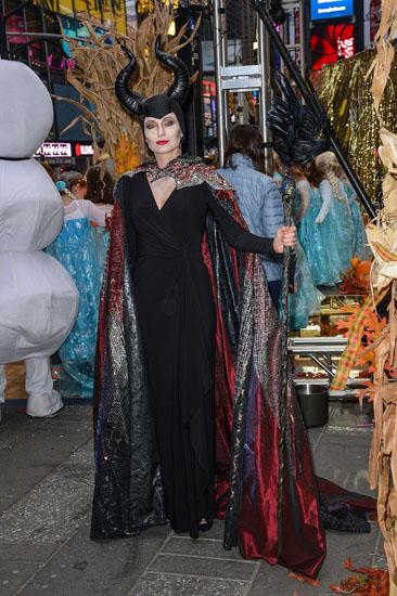 Знаменитости в костюмах на Хэллоуин - Малефисента