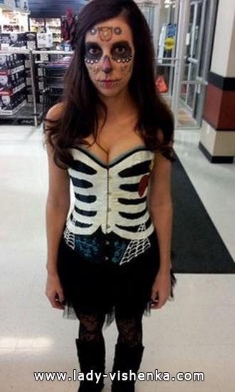 Простой костюм скелета на Хэллоуин