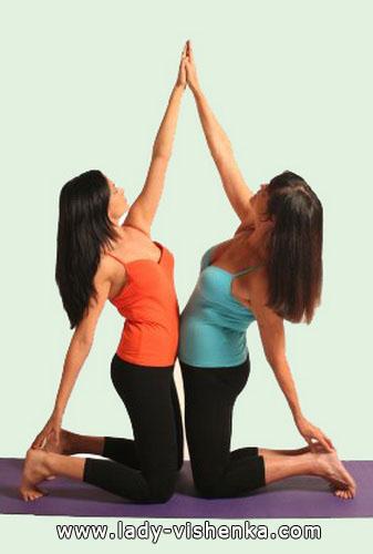 Йога для двоих - Двойная боковая растяжка