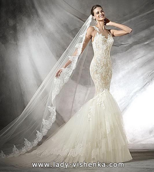 Кружевное свадебное платье с фатой и шлейфом - Pronovias
