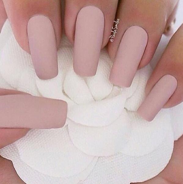 Светло-розовый матовый маникюр