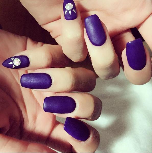 Фиолетовый маникюр матовый