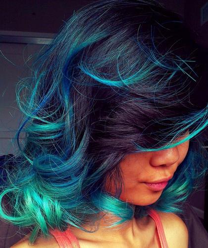 Зеленый цвет волос. Морские волны