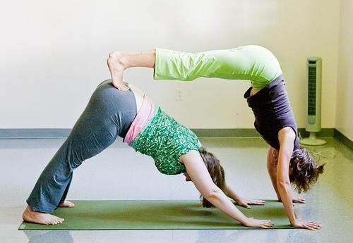 Йога позы для двоих